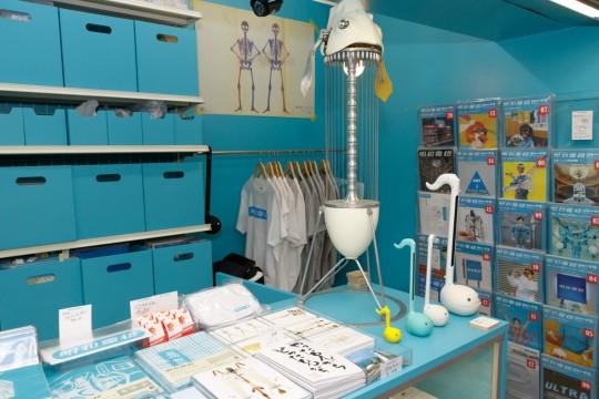 店舗部分は3つのスペースに分かれる。「明和電機 秋葉原店」ではおなじみのナンセンスマシーンのが揃う